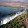 Viktorijos krioklys išsidėstęs tarp Zambijos ir Zimbabvės