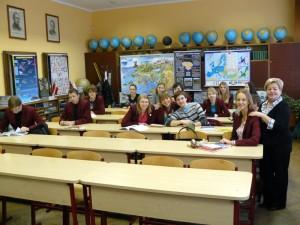 Vytauto Didziojo gimnazijos mokiniai geo kabinete