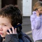 Vaikai bendrauja tik telefonais