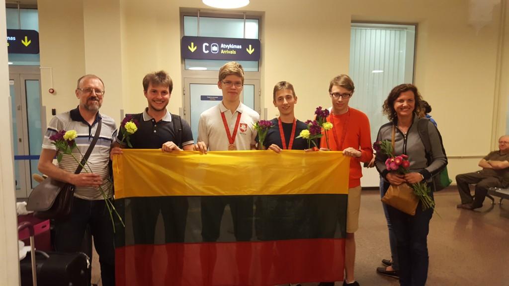 Lietuvos geografų komanda Vilniaus oro uoste
