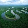 Per Amazonės žemumą vingiuojanti Amazonė